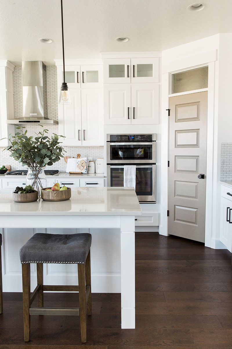 Modern farmhouse kitchen | Akin Design Studio