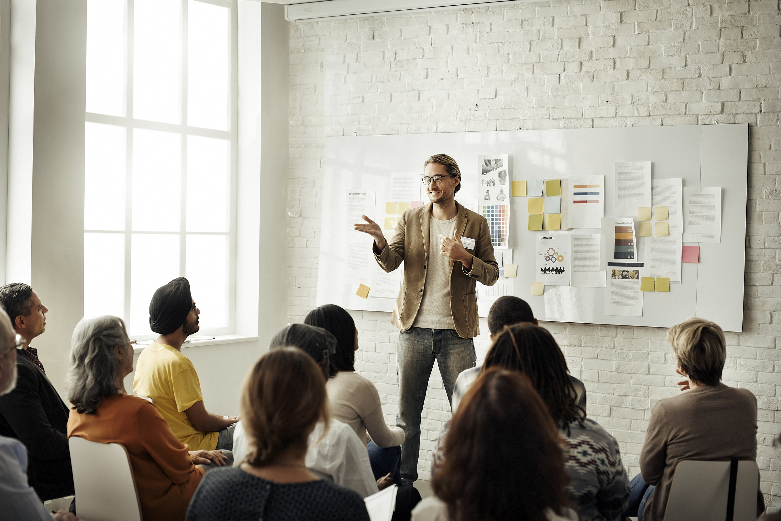 conference-office-worker-colleagues-meeting-team-PUWWAAM.jpg