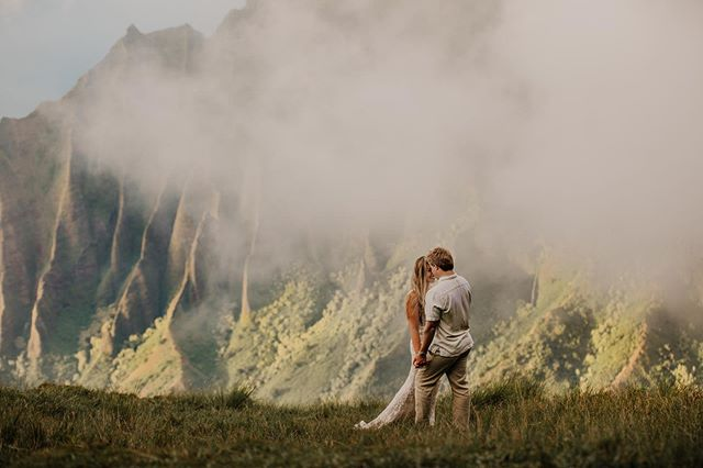 When the adventure of the love you feel inside your  heart shines through ✨✨ Love the way this beauty is smiling in this snap.... you can feel their bliss ❤️ After sharing their love on their wedding day and then adventuring with them on their high✨  Now these two just left on their honeymoon in Fiji.... clearly they know what they're doing ✨🌈