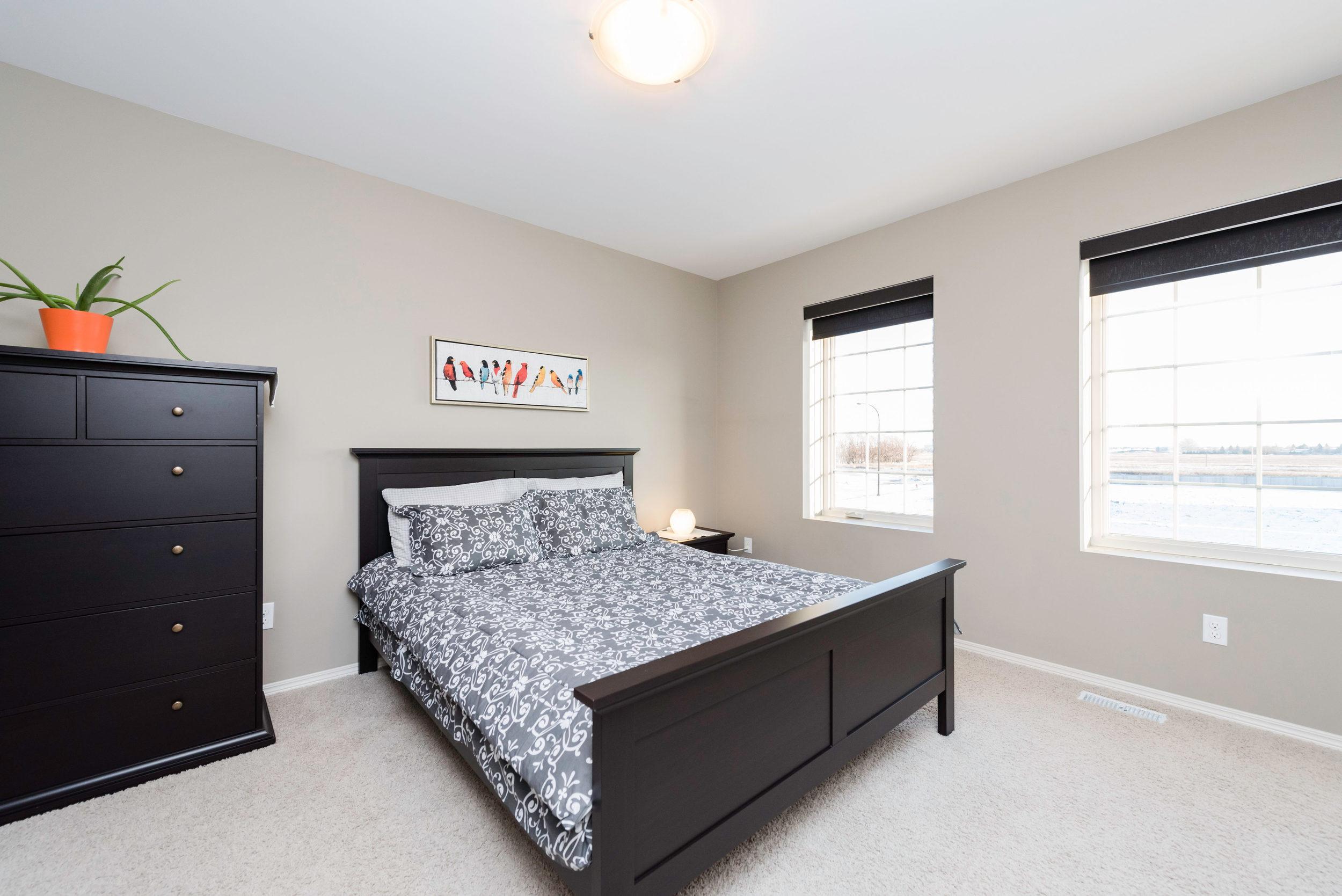 10420 Ancaster Gate Winnipeg-print-018-17-Master Bedroom-4200x2804-300dpi.jpg