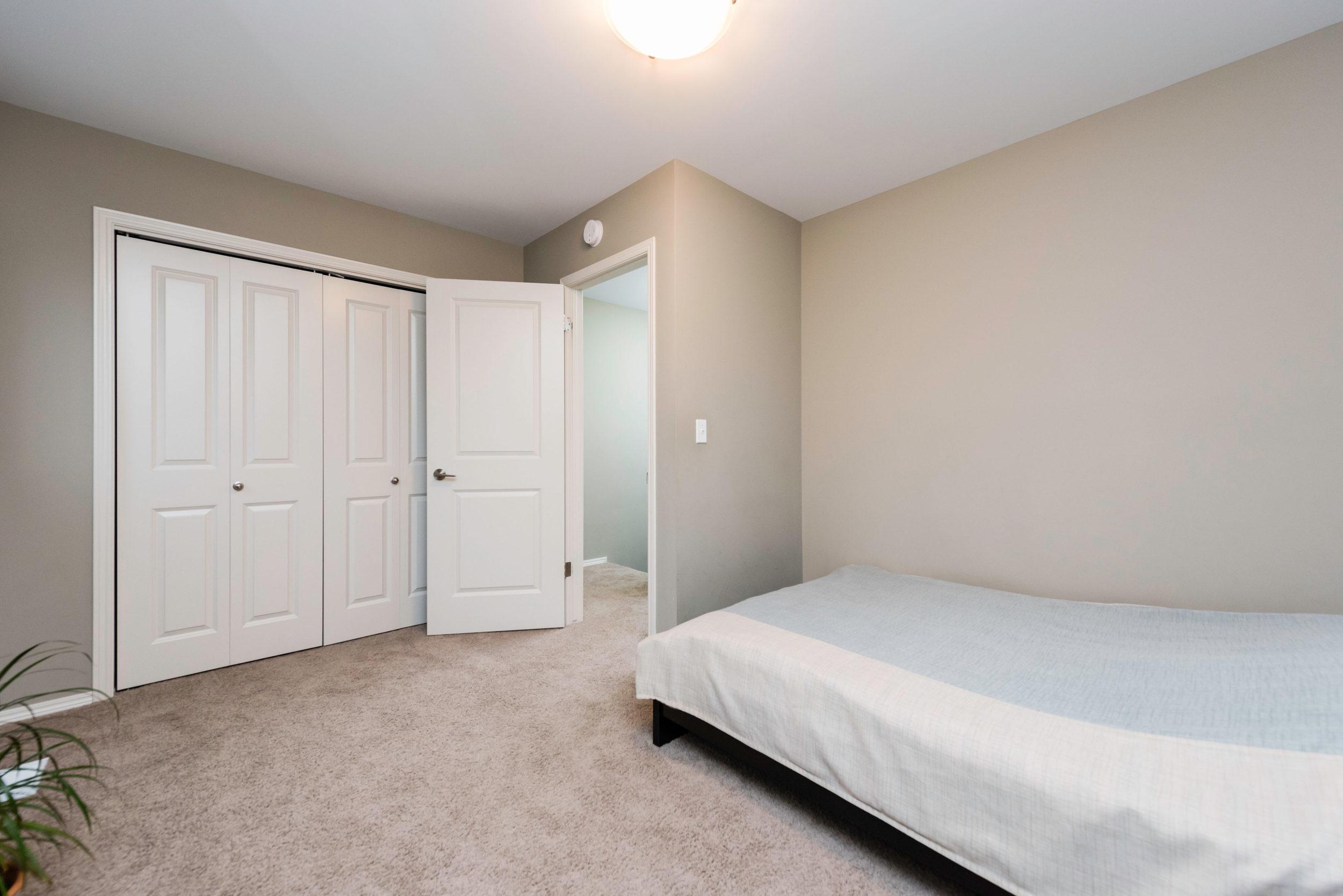10620 Ancaster Gate Winnipeg-print-019-17-Bedroom-4200x2804-300dpi.jpg