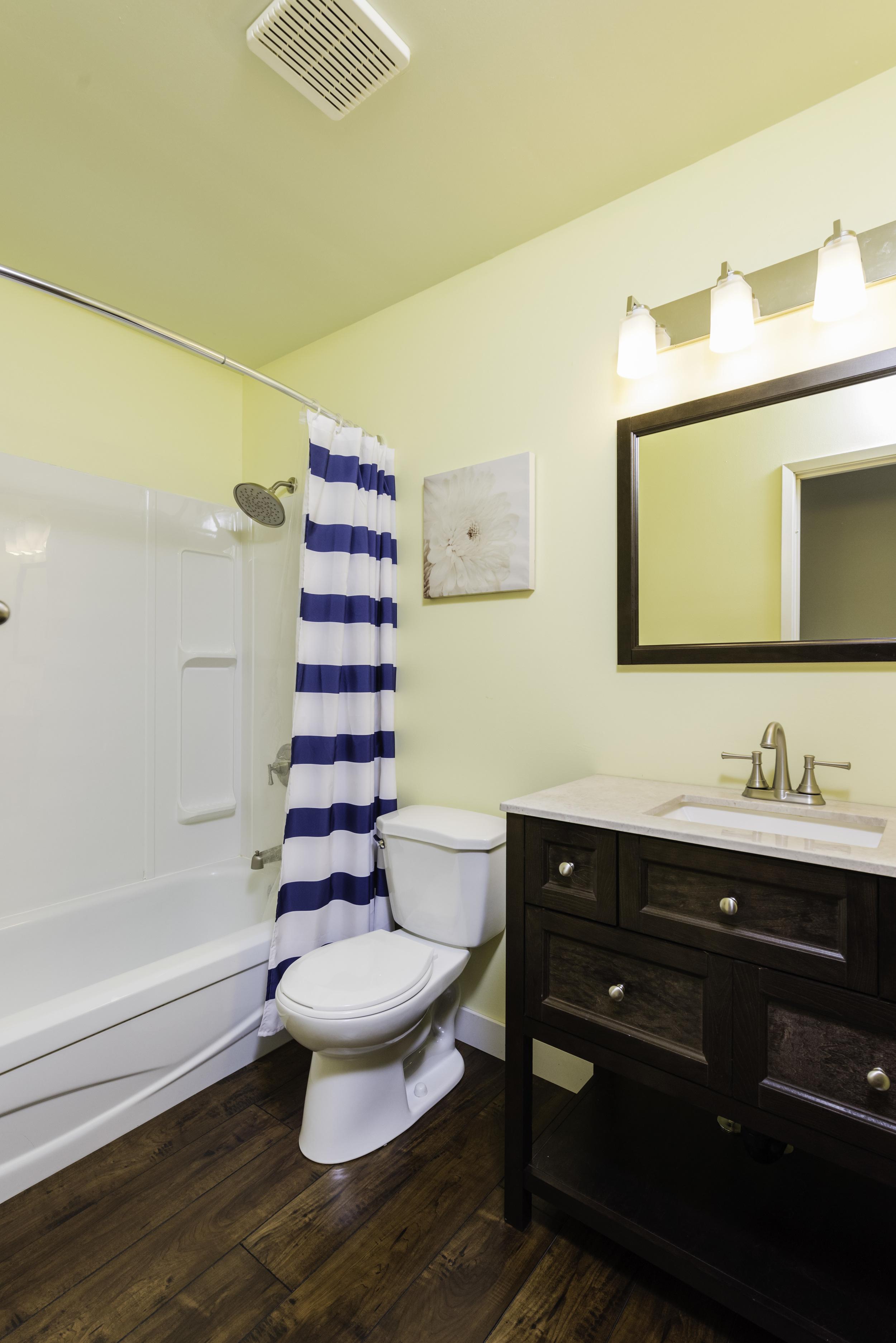 449_augier_avenue_MLS_HID972598_ROOMbathroom1.jpg