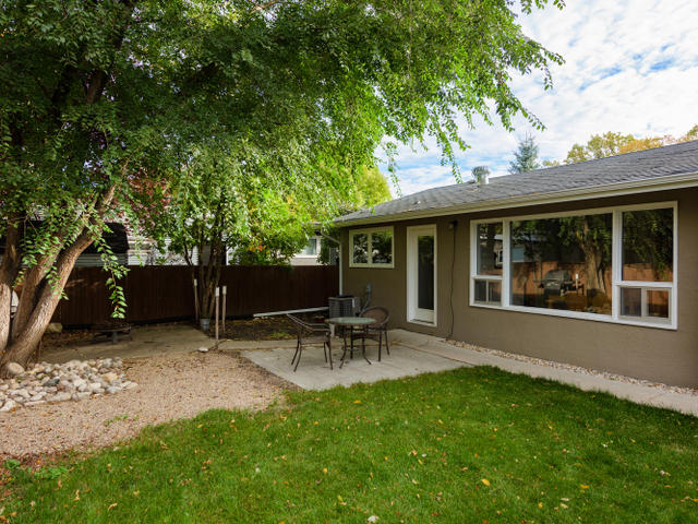 14 Cherokee Bay Winnipeg MB-MLS_Size-023-16-Back Yard-640x480-72dpi.jpg