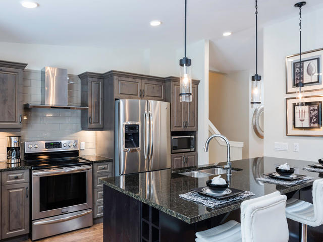 236 Lindenwood Dr E Winnipeg-MLS_Size-010-8-Kitchen-640x480-72dpi.jpg