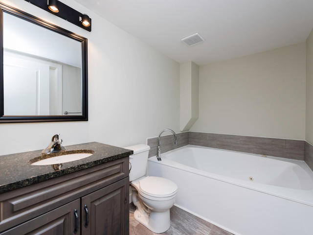 236 Lindenwood Dr E Winnipeg-MLS_Size-021-28-Bathroom-640x480-72dpi.jpg