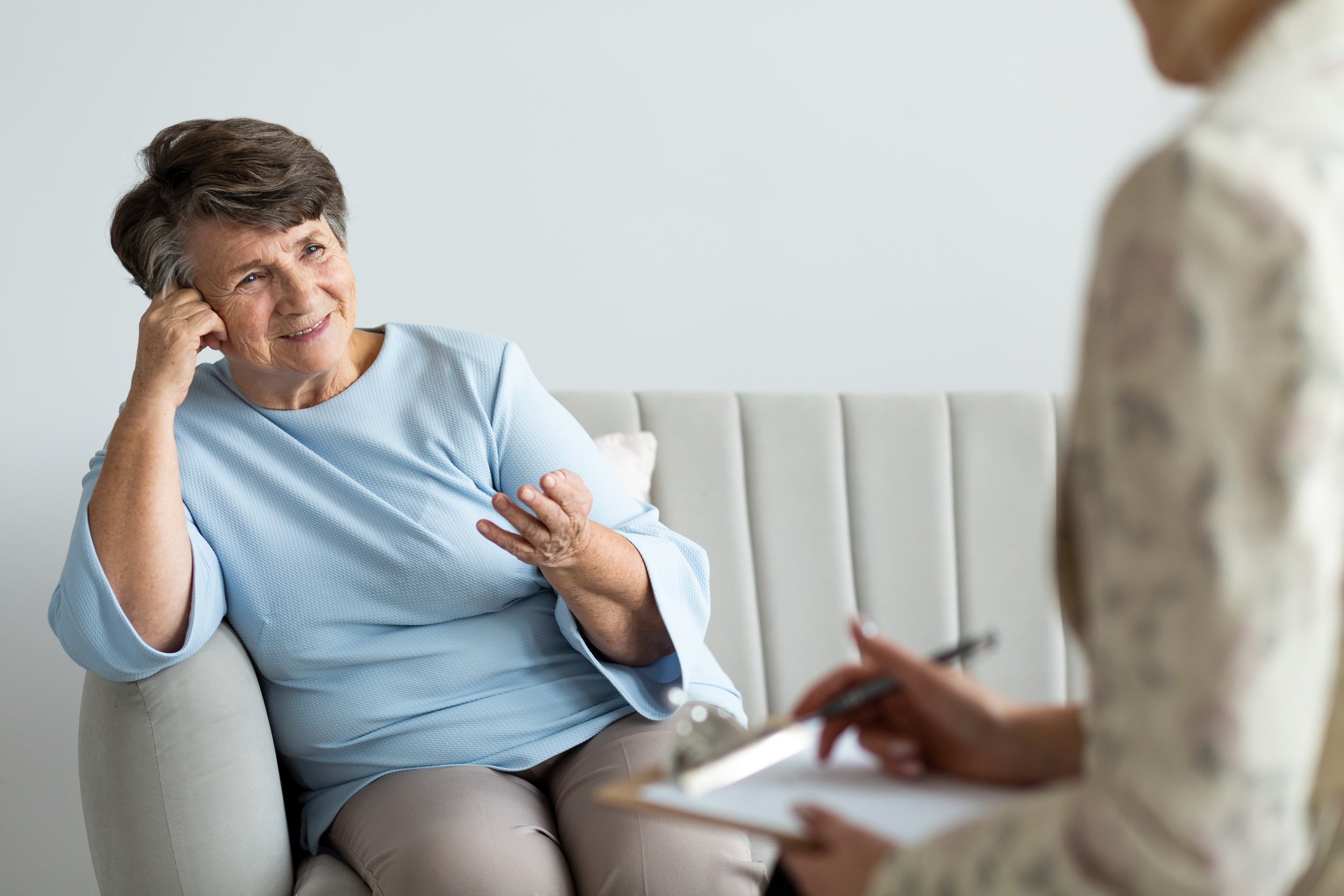 woman-smiling-with-her-therapist