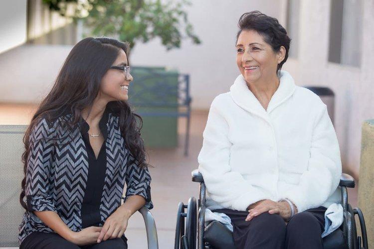 daughter-talking-to-mom-in-skilled-nursing-care