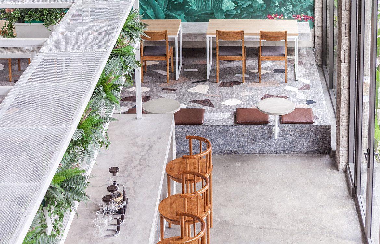 XOFullCircleBaliCCSheilaMan_bar-floor-and-table-seating-1170x751.jpg