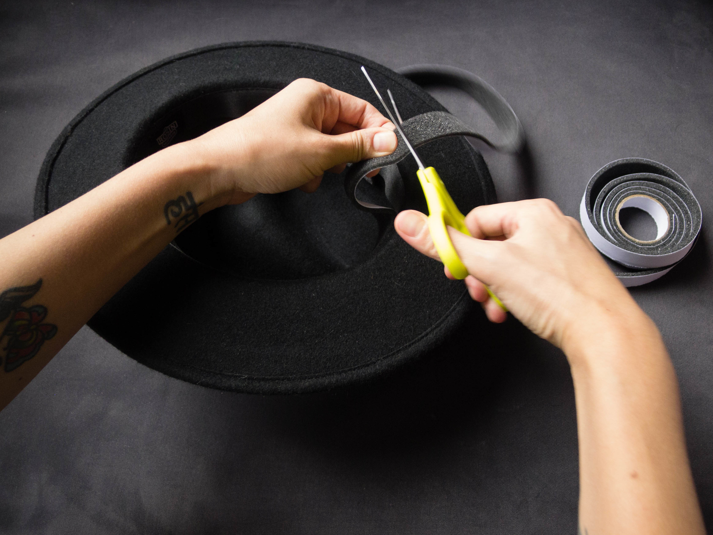 how to tighten your hat