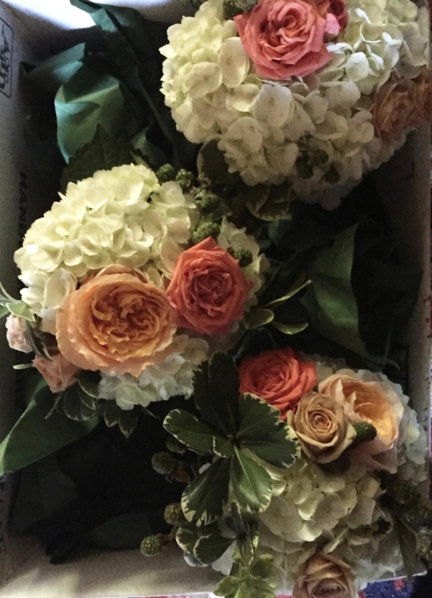 Simple hydrangea centerpieces with garden roses