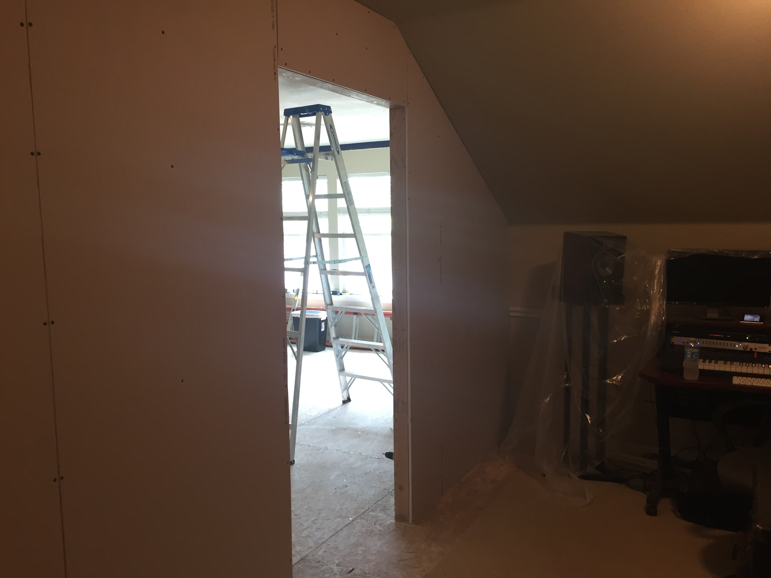 Entrance with drywall