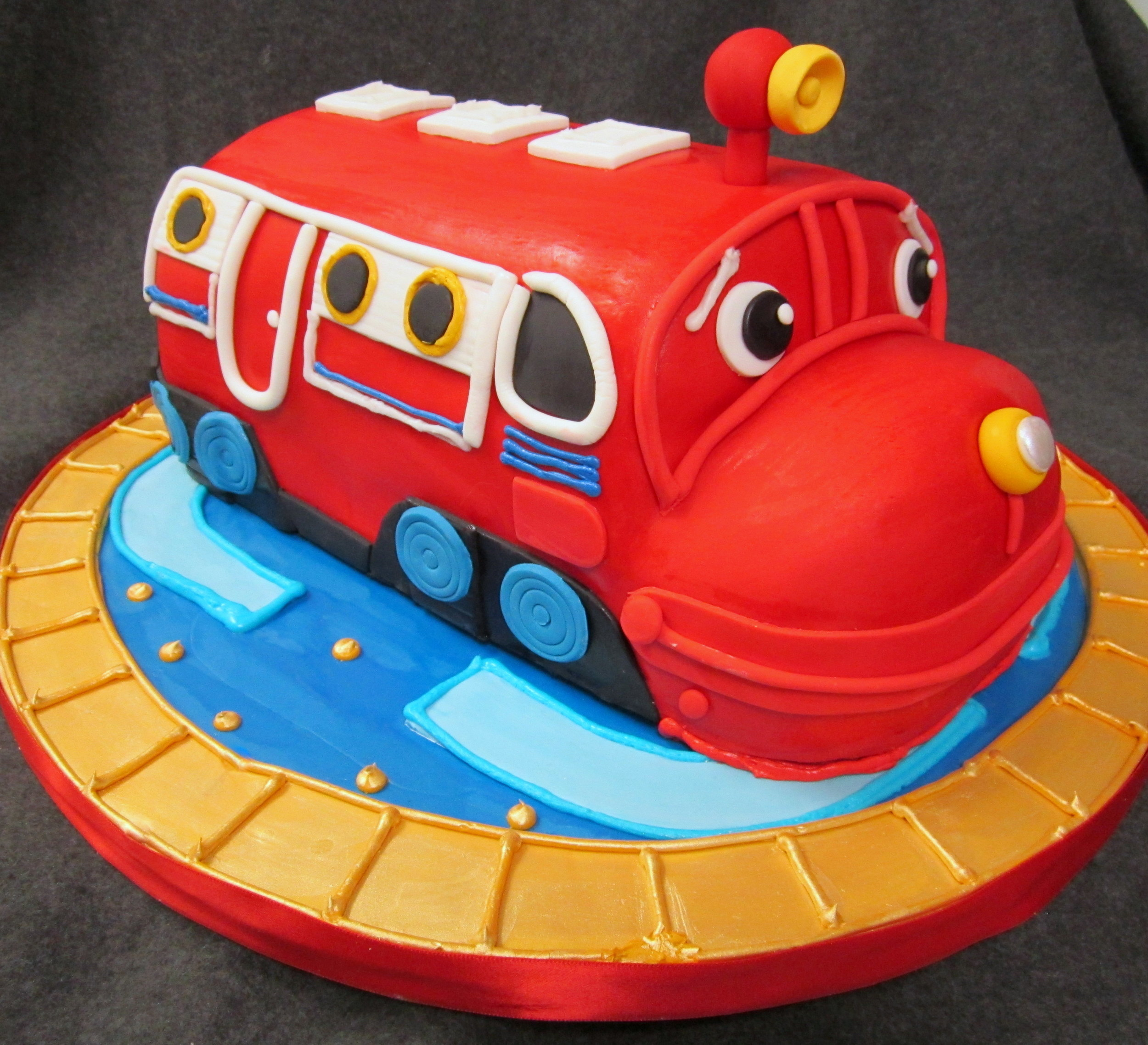 red chuggington 3d cake.jpg