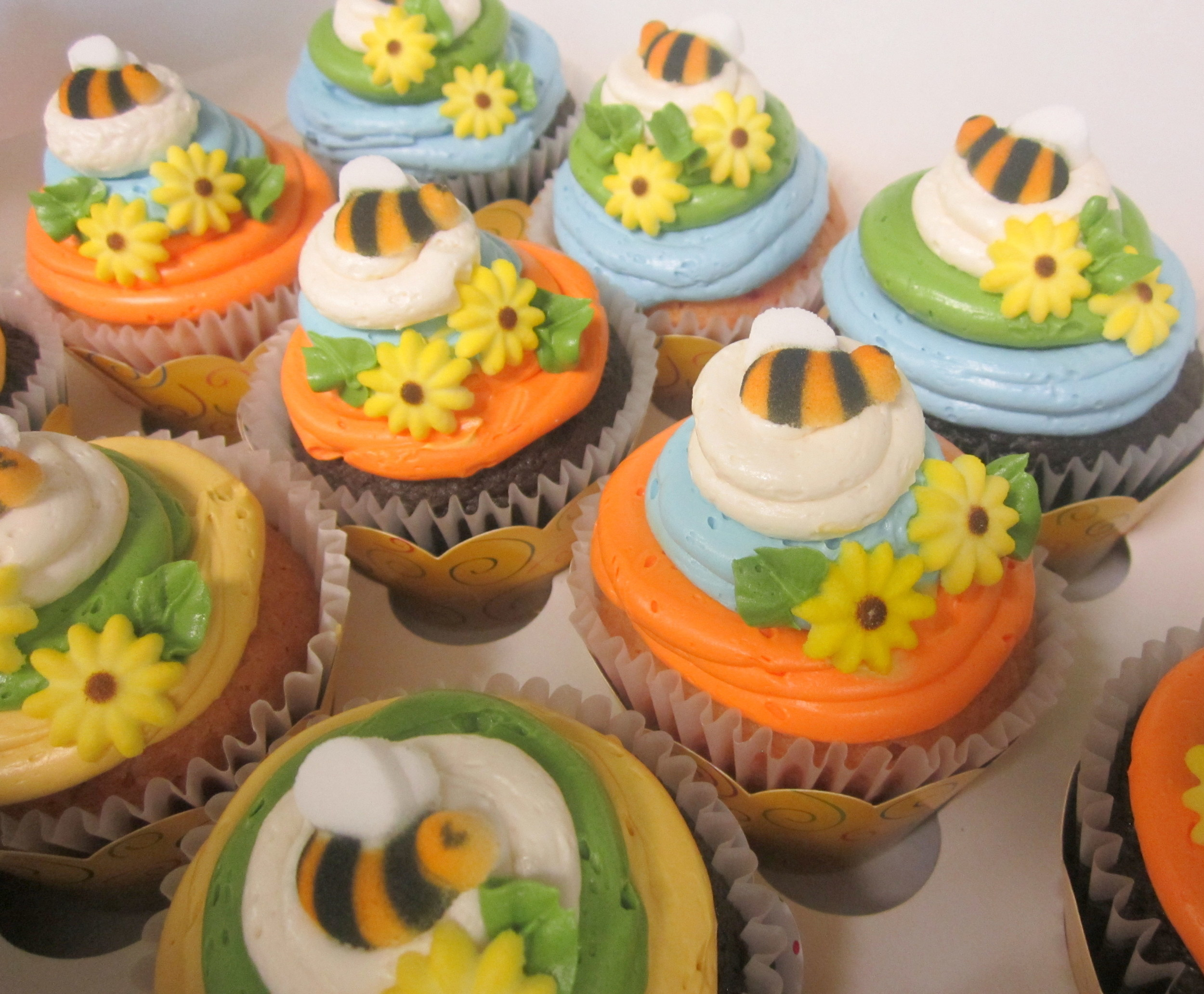 cupcakes-bees and flowers.JPG