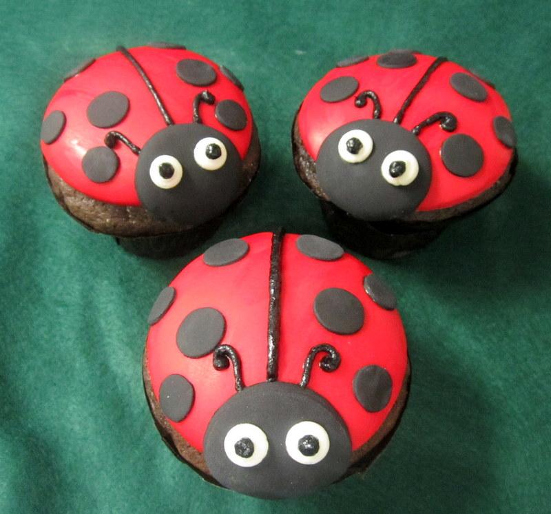 cupcakes-ladybug.JPG