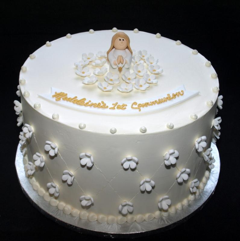 kneeling_girl_communion_cake.JPG
