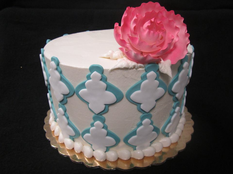 fondant applique blue with rose.jpg
