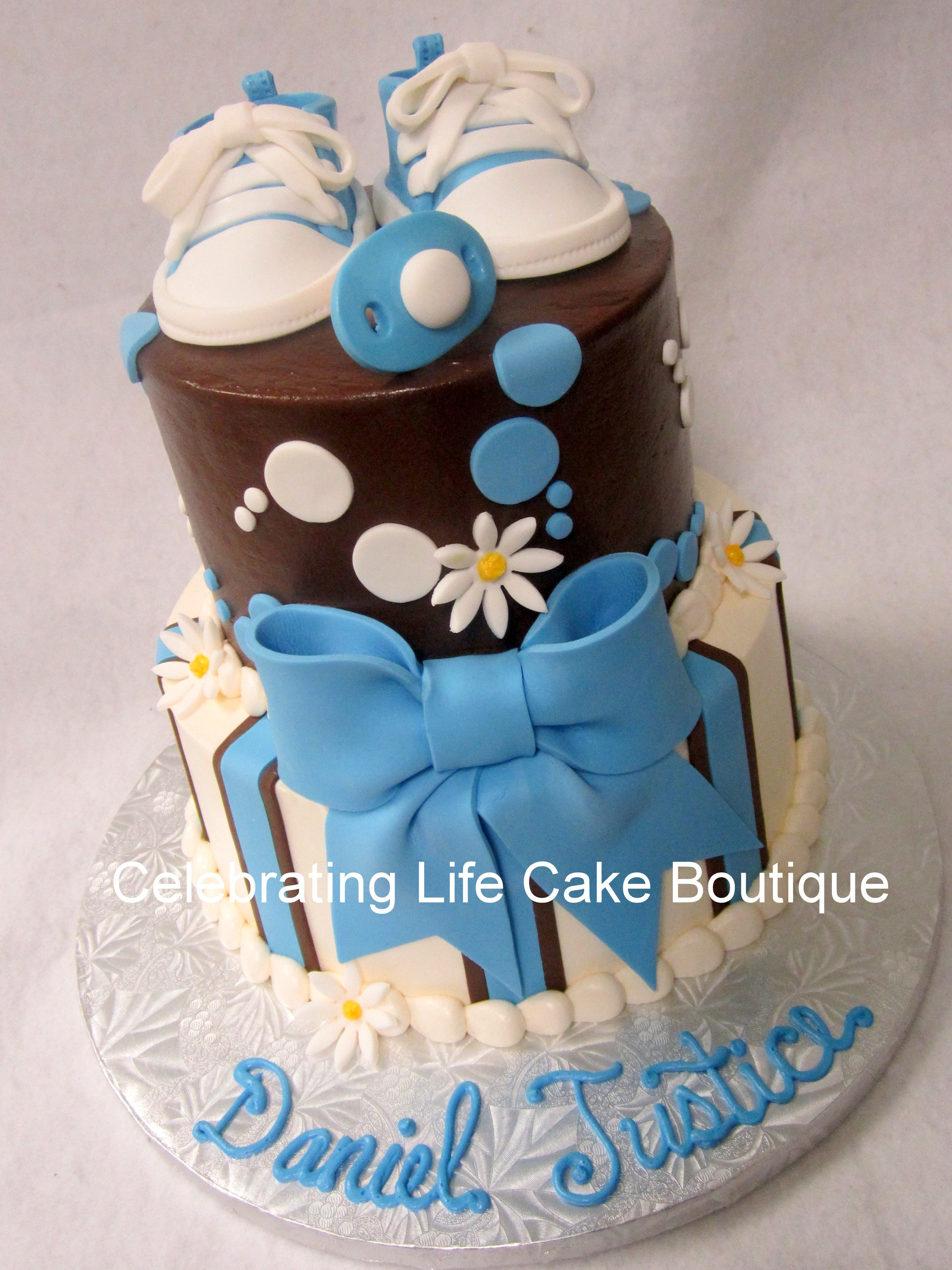 tennies baby shower with blue and brown and daisy cake.jpg