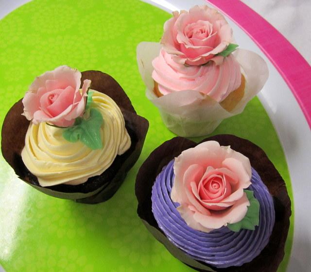 cupcakes-real roses.JPG
