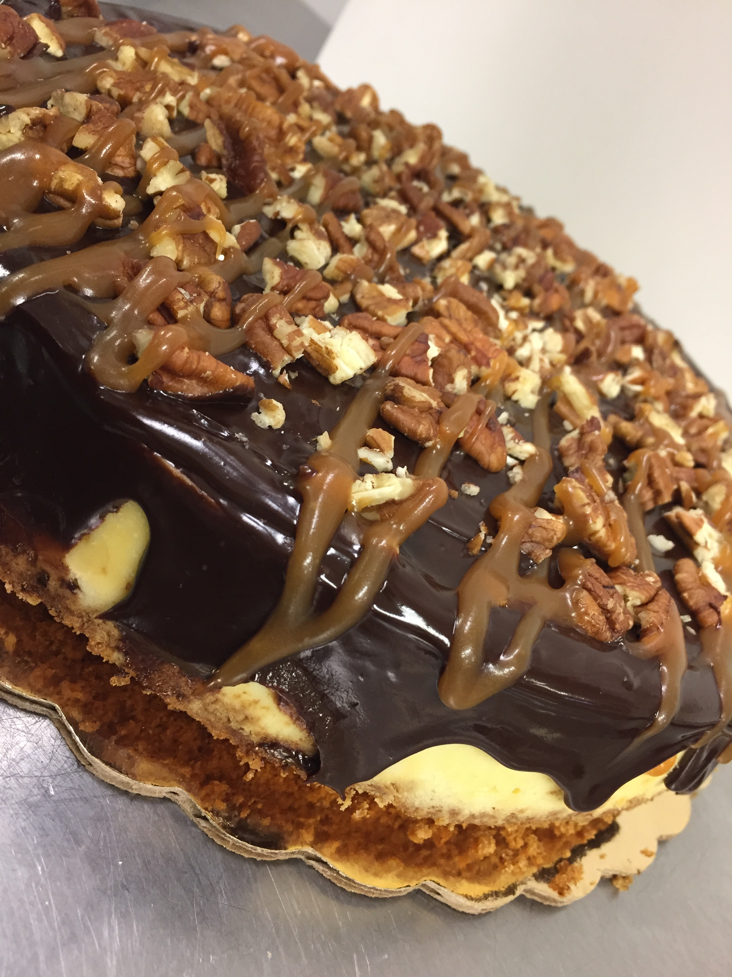 turtle cheesecake-whole.JPG