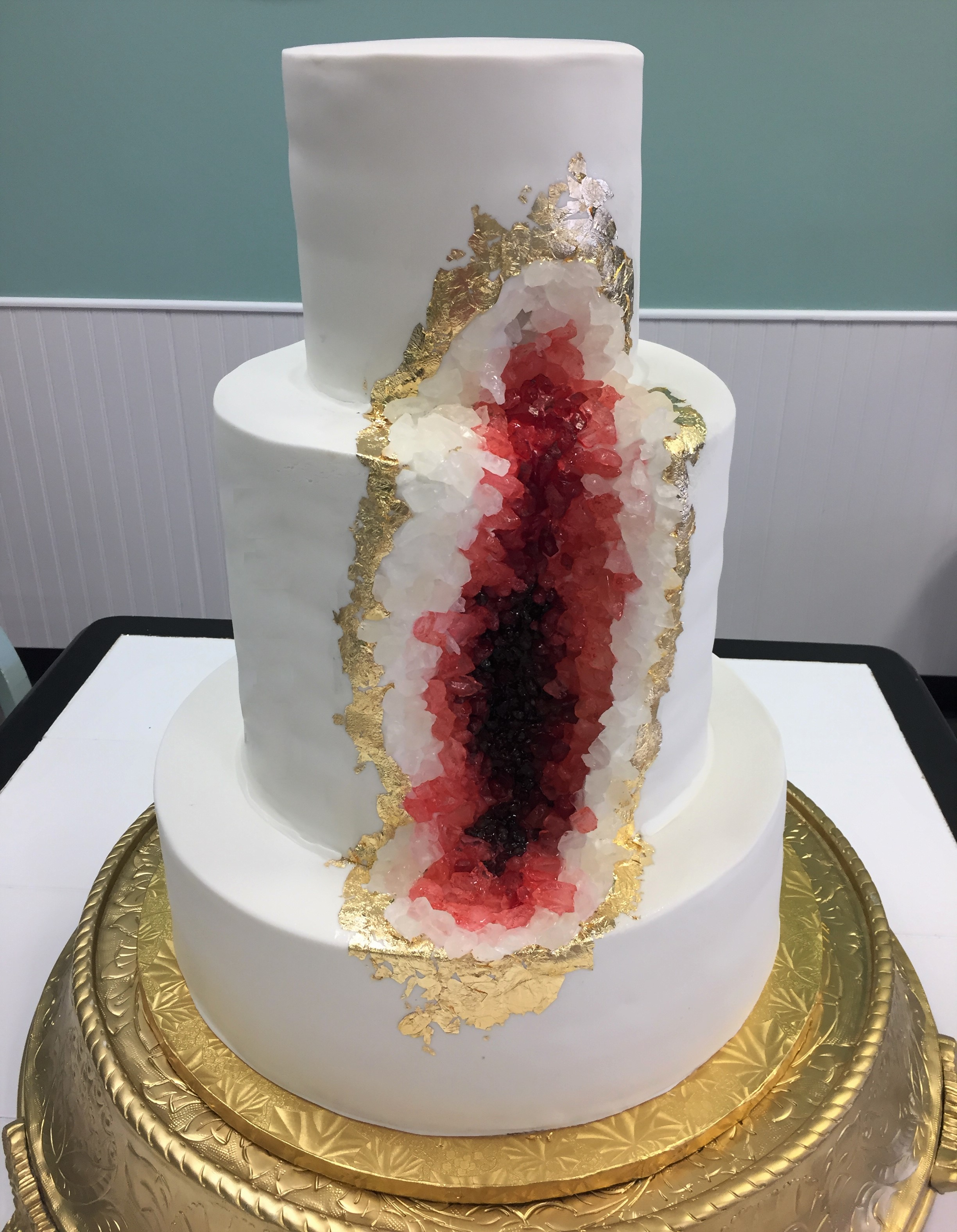 cranberry geode wedding cake.jpg