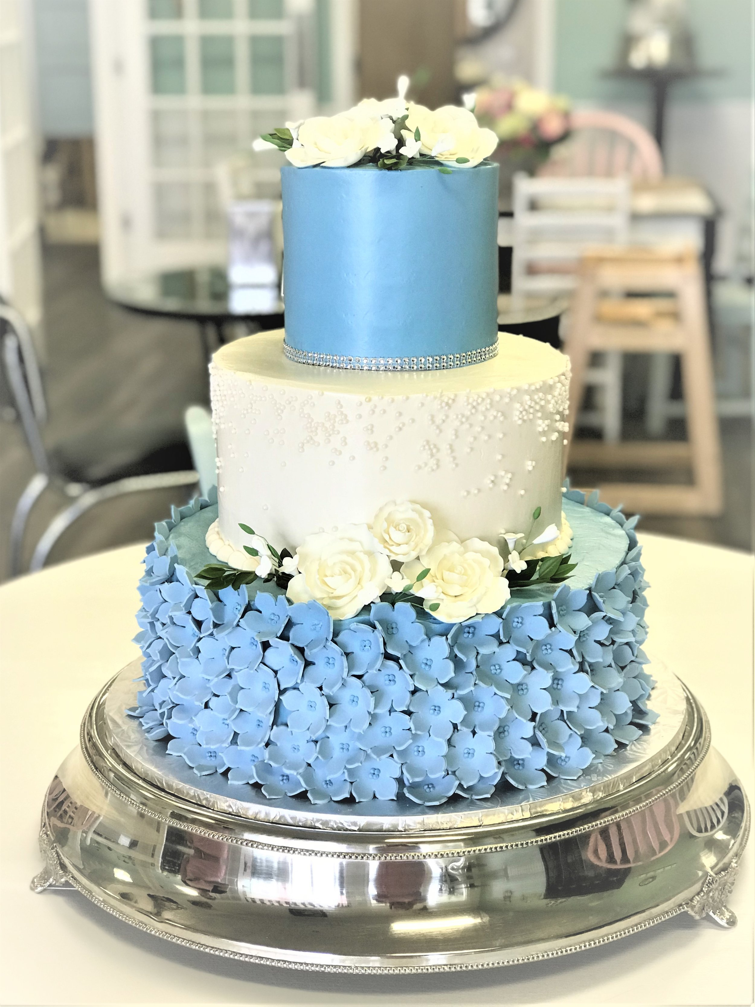 wedding cake - blue fondant flowers.jpg