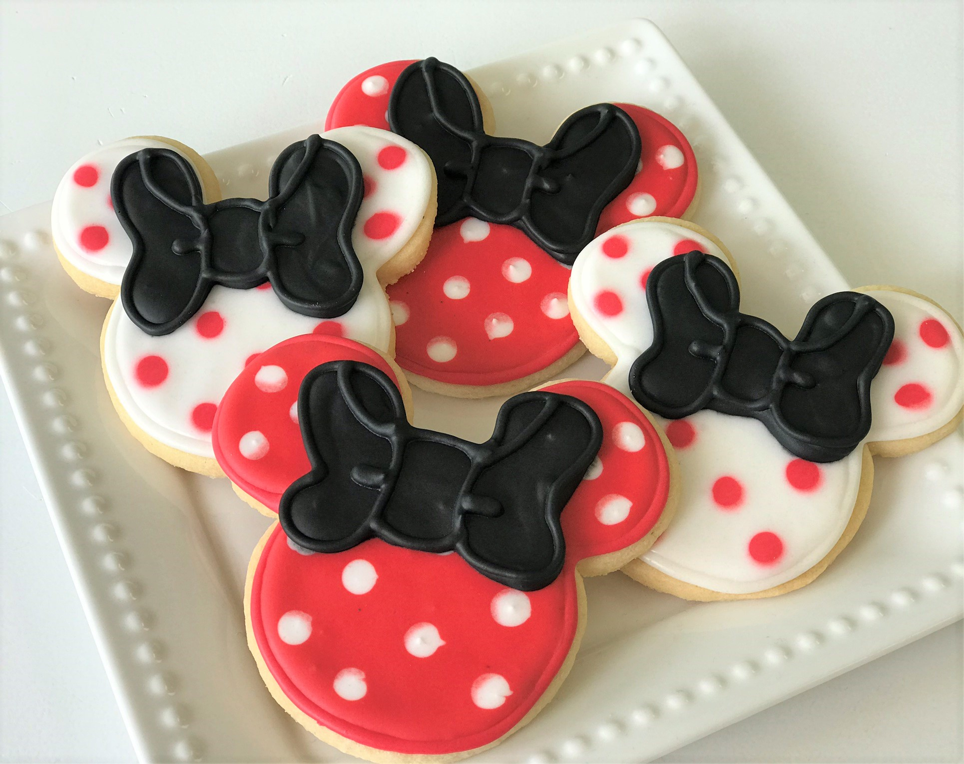 minnie mouse cookies.jpeg