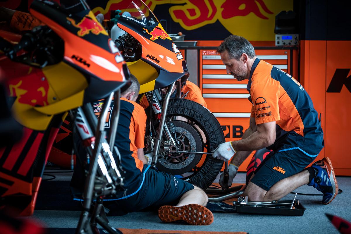 281455_Mechanics_KTM RC16_Jerez 2019_6040.jpg