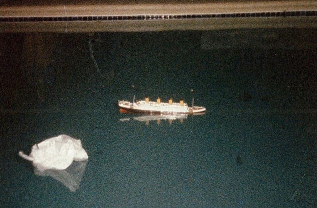 titanic-and-iceberg-model
