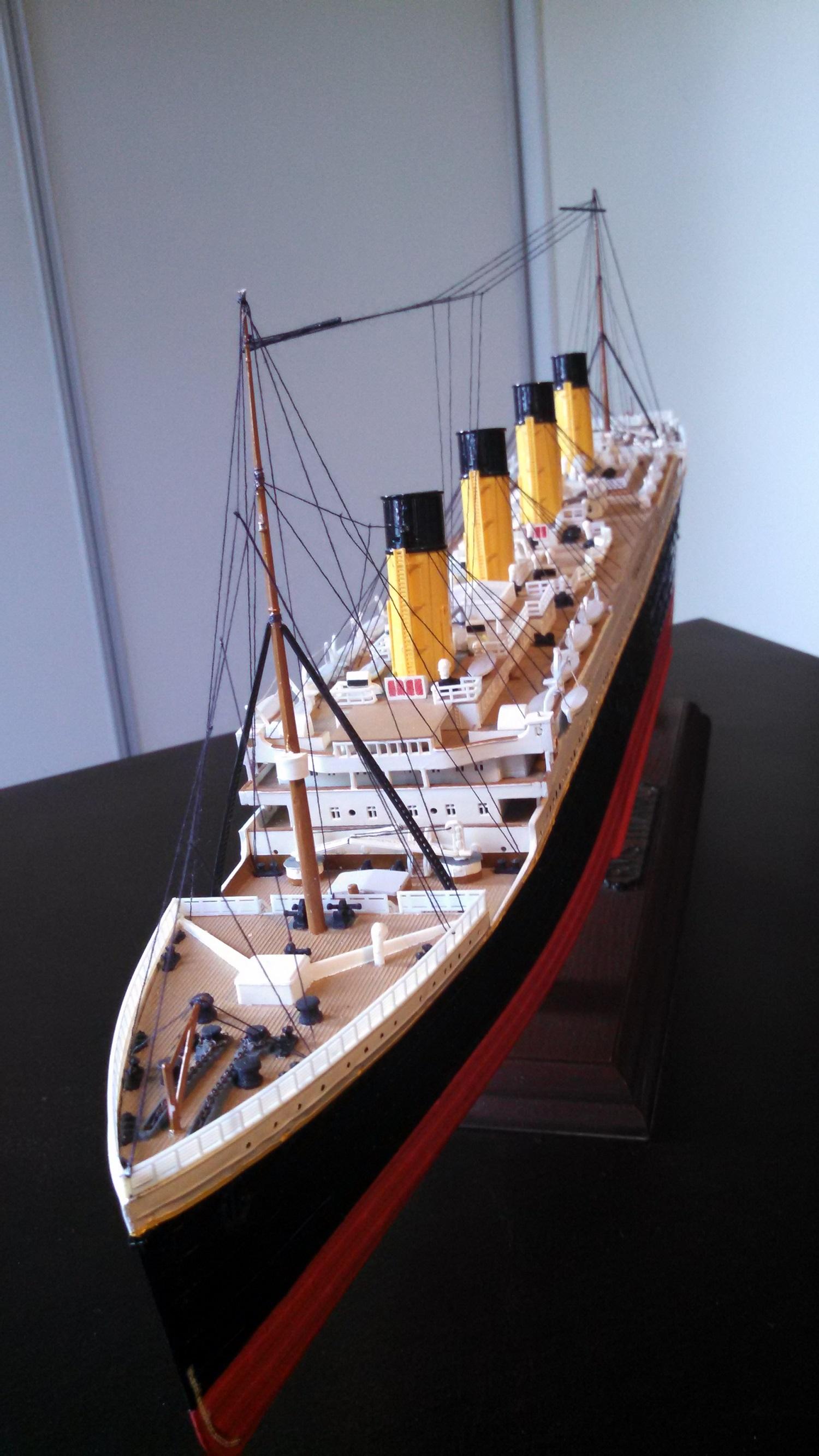 Titanic-big-model.jpg