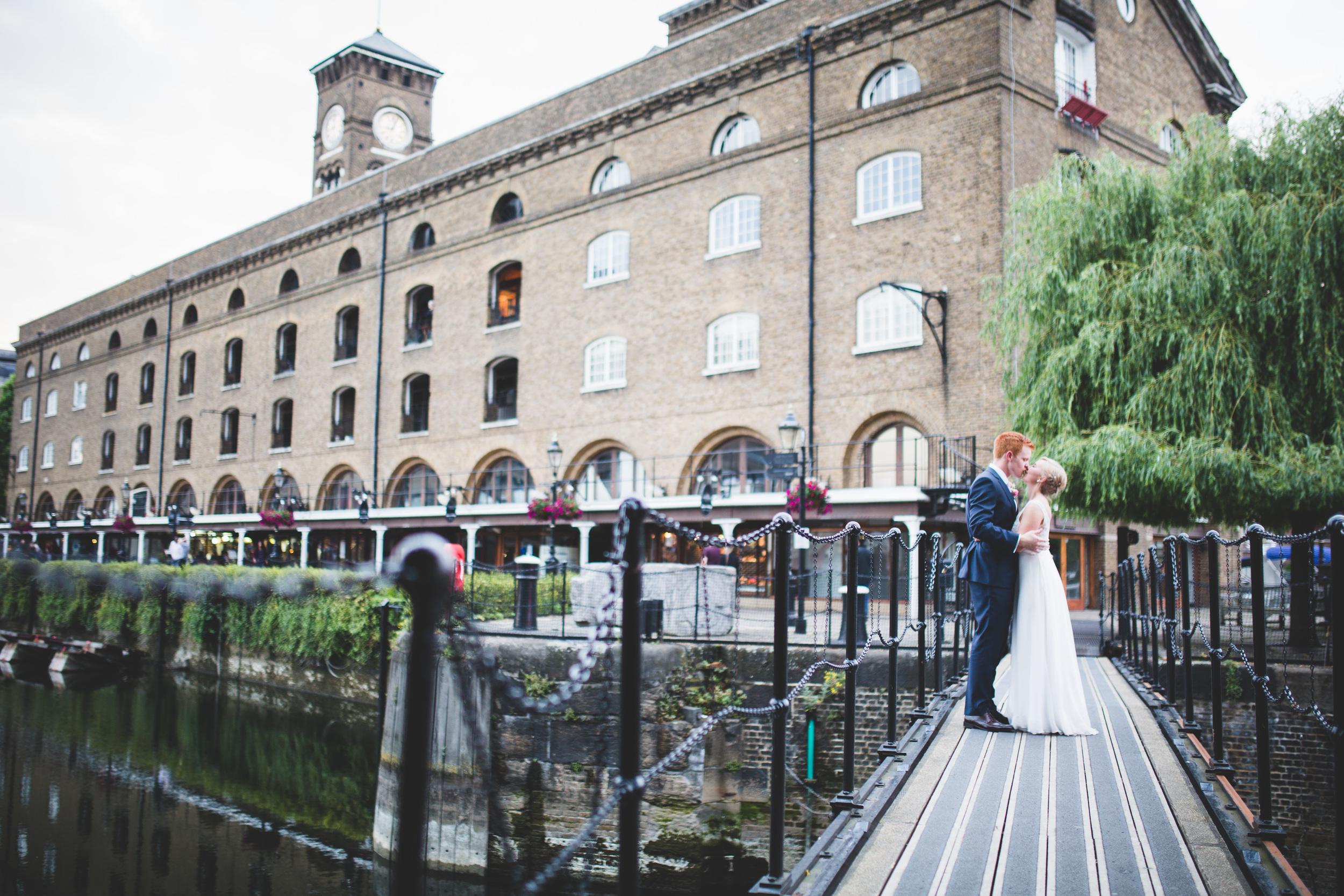 Sam+Ruth_London_Dickens_Inn084.jpg