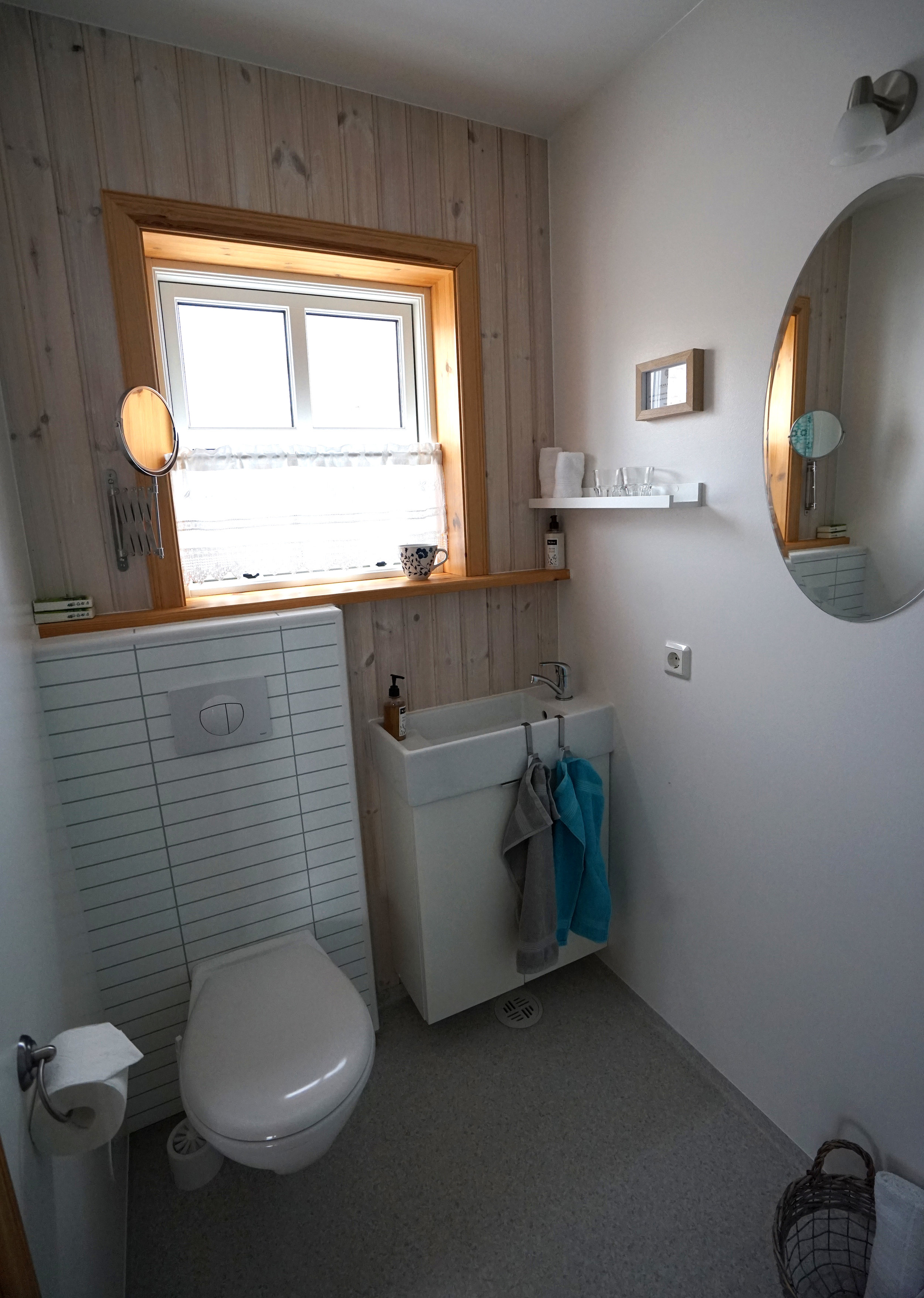 klængshóll-cabin-bathroom-01.jpg