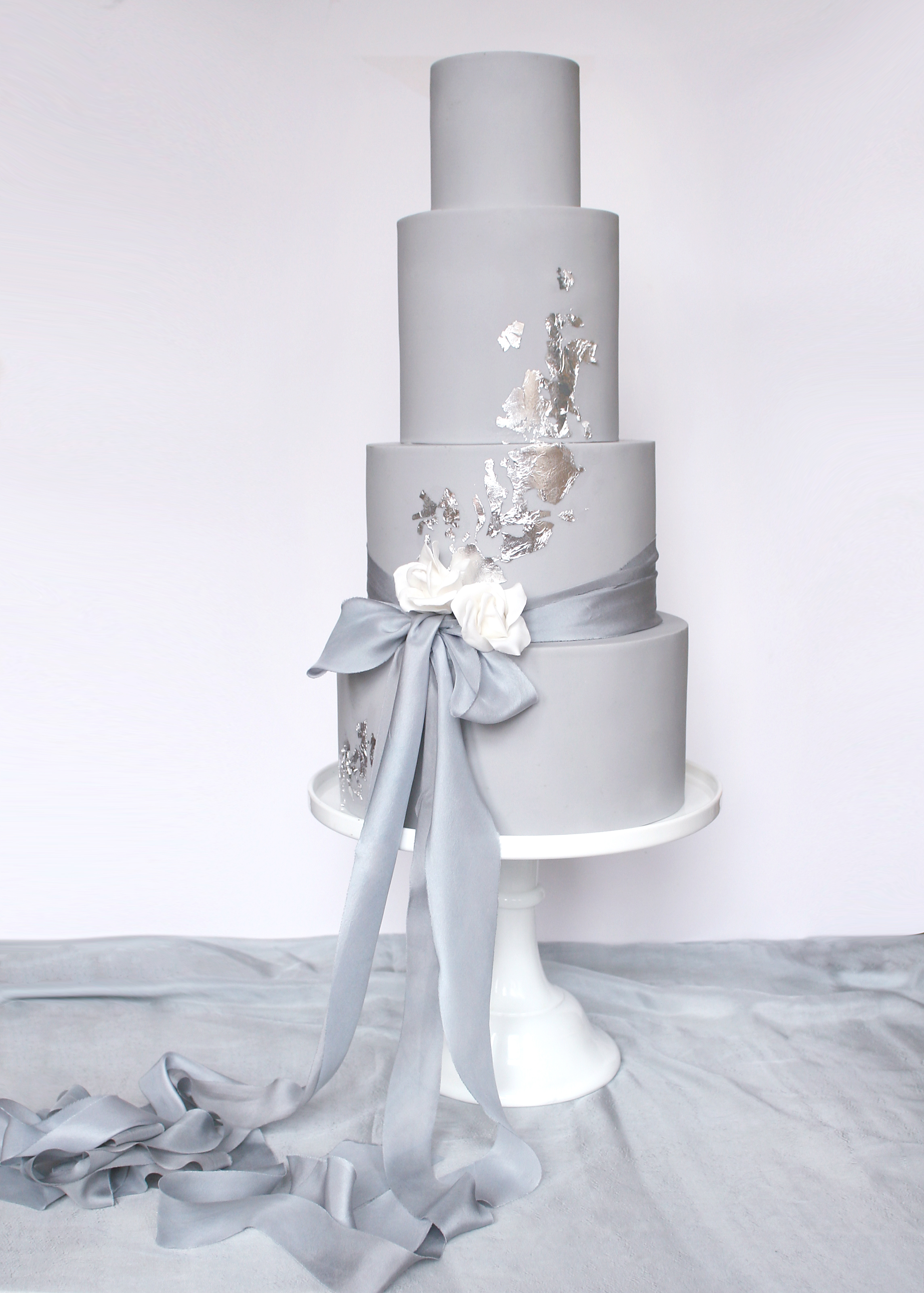 www.wildflowercakes.co.uk Minimalist Silver Cake.jpg