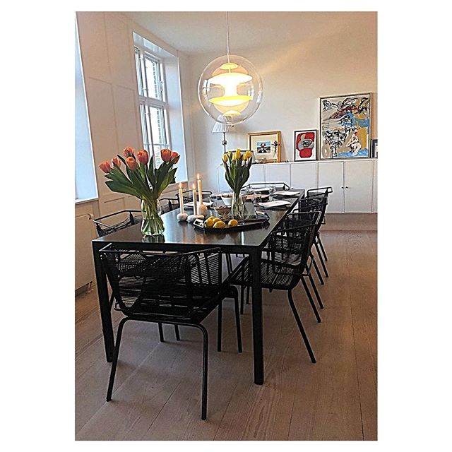 Easter time at Icelandic home in Denmark with Vök tray and Fifty chairs  @kolafs. - - - #easter #dinner #iceland #denmark #home #icelandic #home #vök #tray #fifty #chairs #ligneroset #flowers #nordicstyle #interior #dinnertable #icelandichome #indenmark #scandinaviandesign #doggdesign