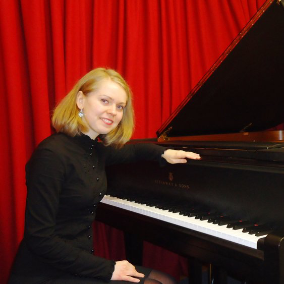Donata: Piano Teacher in W3, London