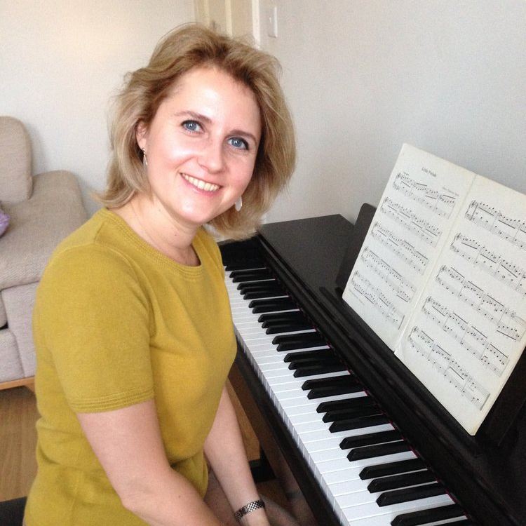 Anastasia: Piano Teacher in Tooting, SW17, London