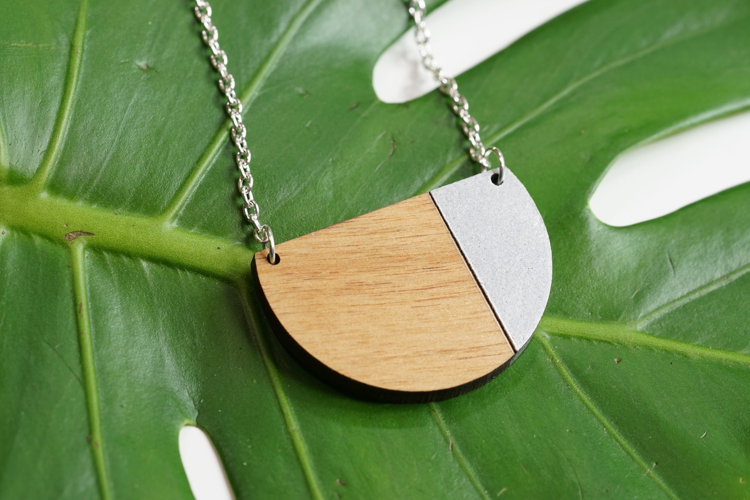 WOOD MOON PAINT NECKLACE SILVER.jpg