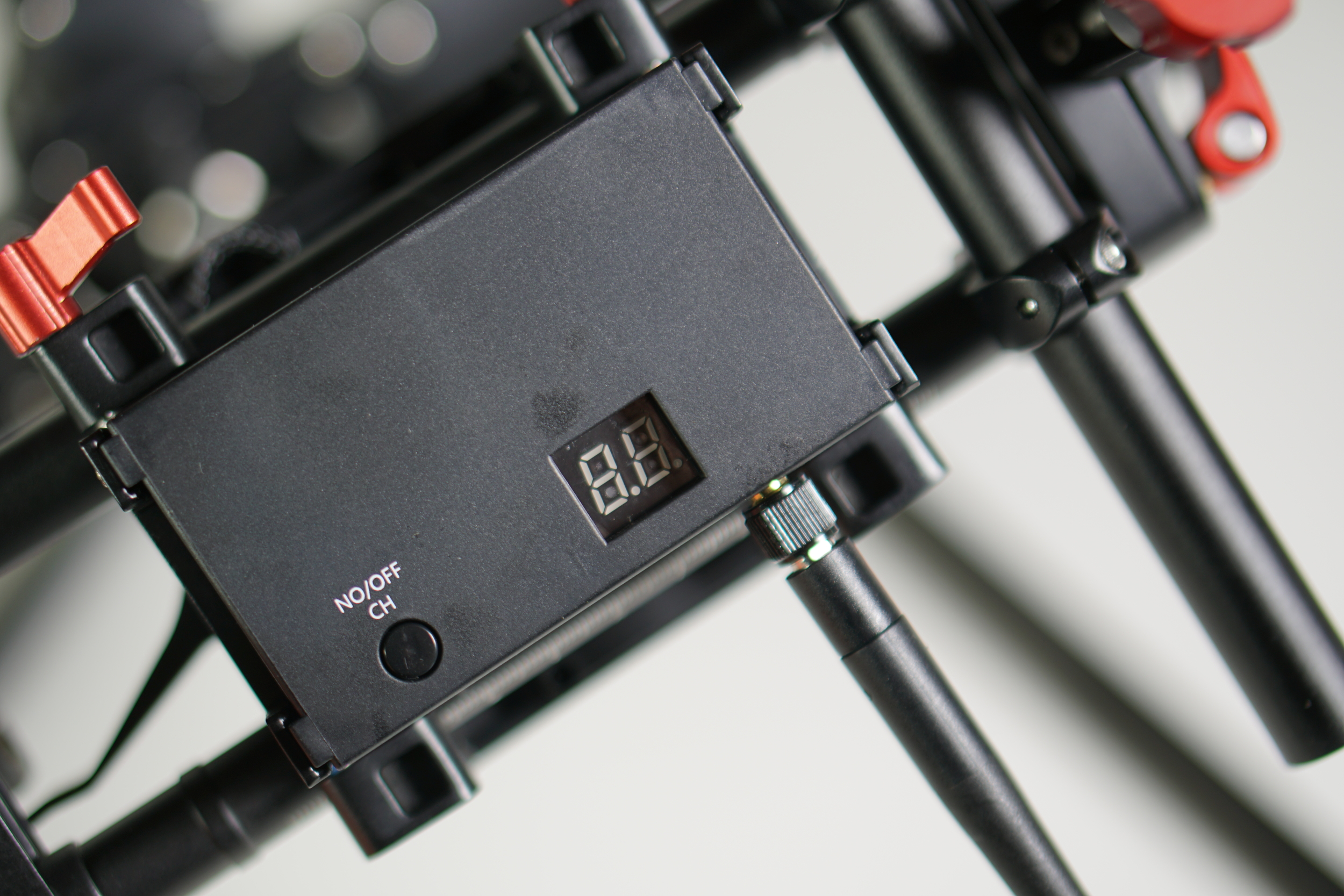 The 5.8Ghz transmitter is mounted to the bottom of the gimbal, underneath the QR plate.