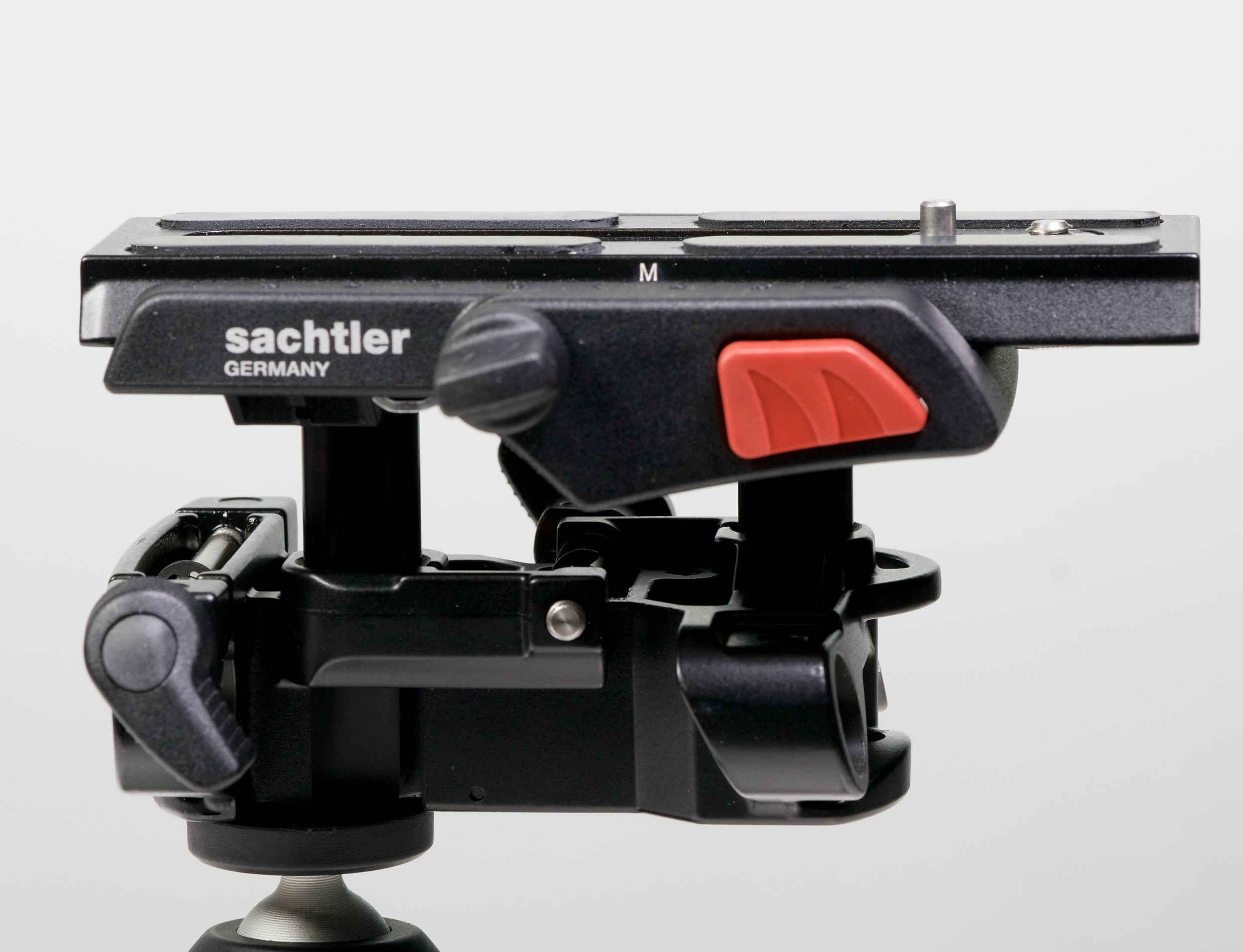 I'm not quite sure how  Sachtler  did it, but one lever tightens all four rod clamps - and even when set at its lowest, it doesn't get in the way of the camera body.