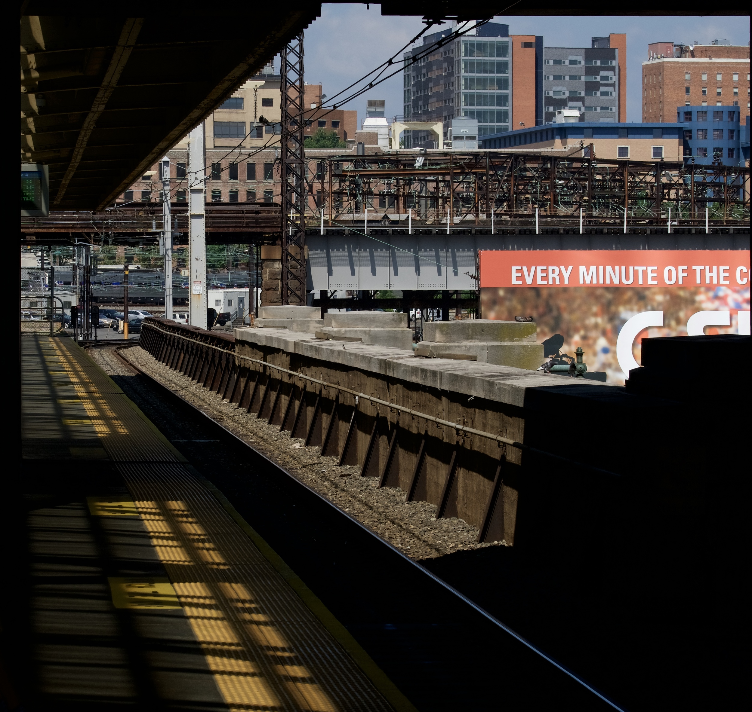 From a platform at 30th Street Station: Sony a6300 with Sony FE 70-300mm f/4.5-5.6 G OSS at 70mm, ISO 125, f/11, 1/400; cropped