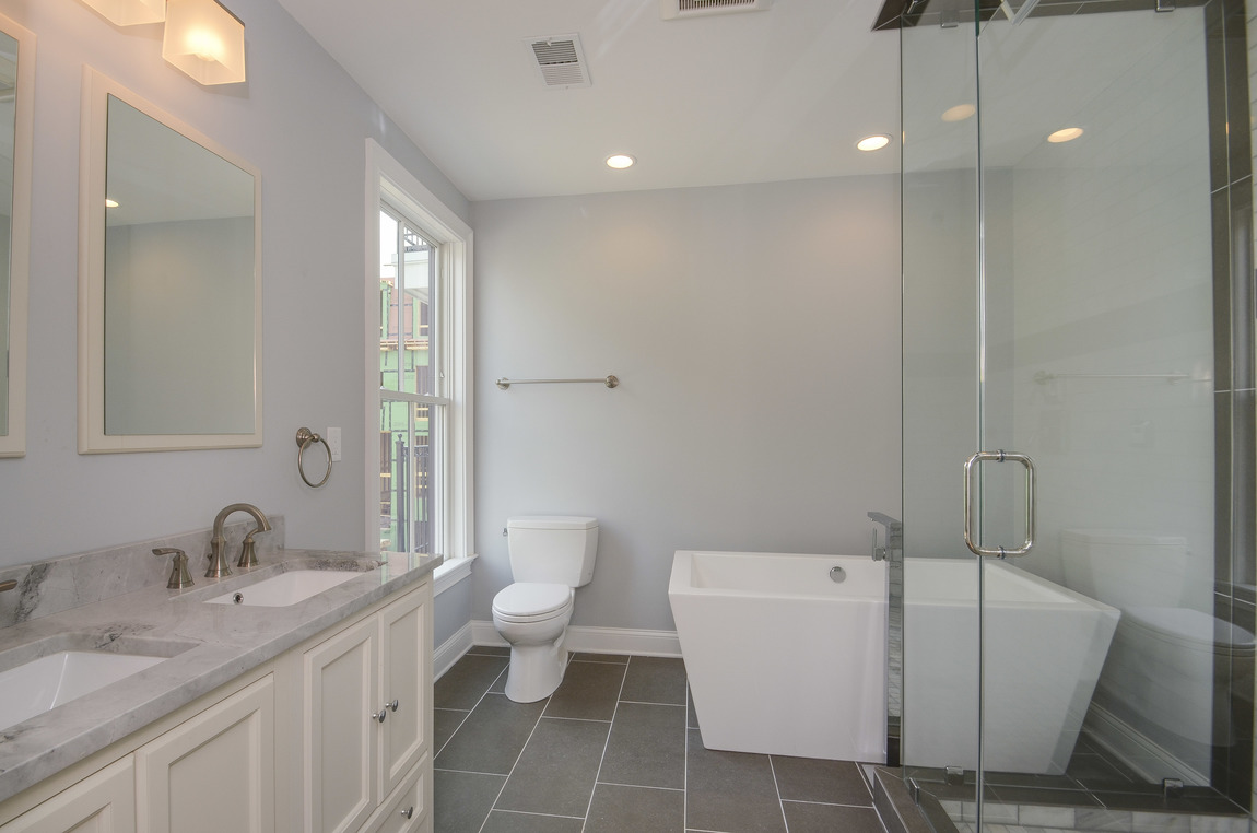 881 7 master bath.jpg