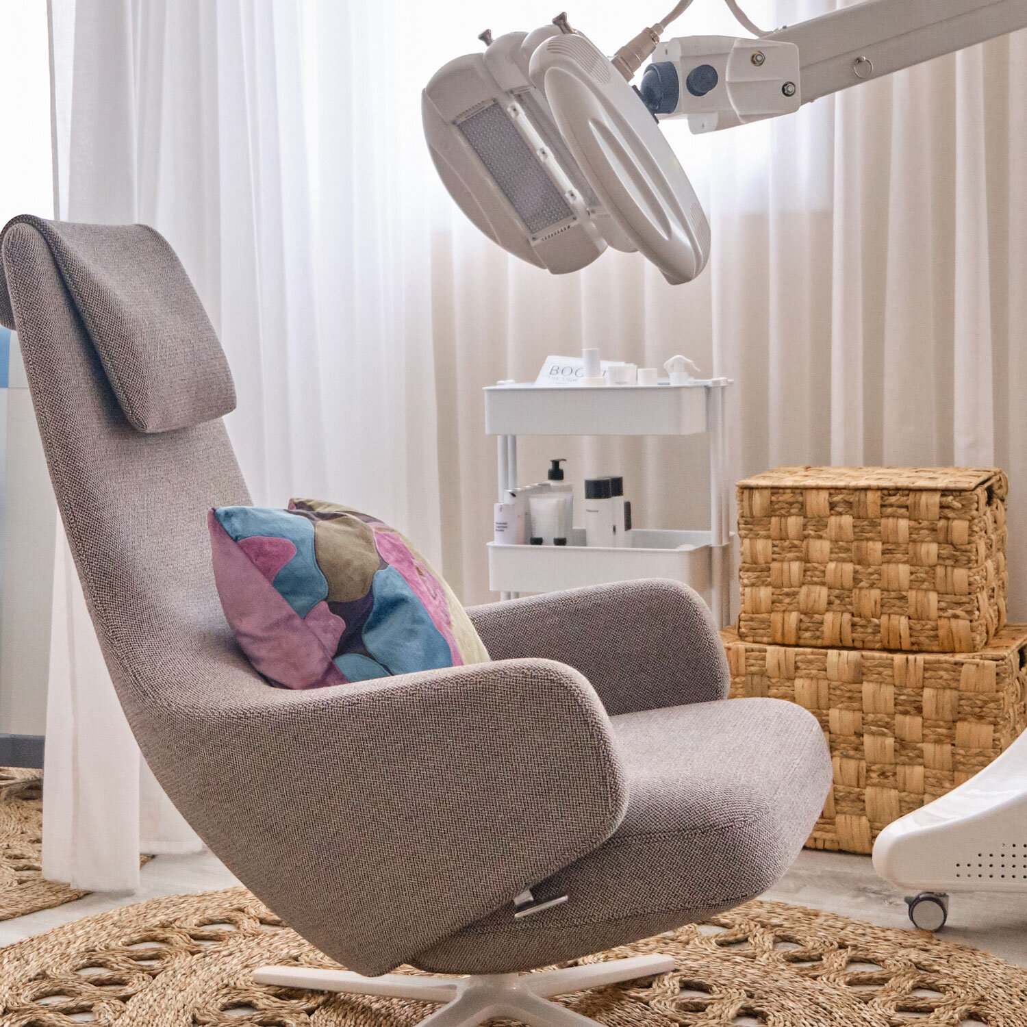 ADVANCED LED - The Light Salon provides powerful, Advanced LED light therapy facials and body treatments using the latest generation of LED technology.