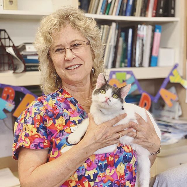 Happy Birthday to our fearless leader and lover of all things feline, Dr. Diane. 🎂🎈 #catclinicvet