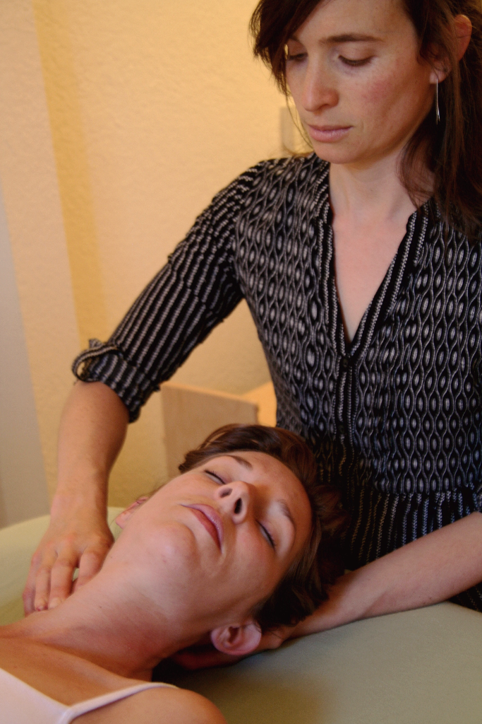 Rolfing help reduces neck pain and misalignment