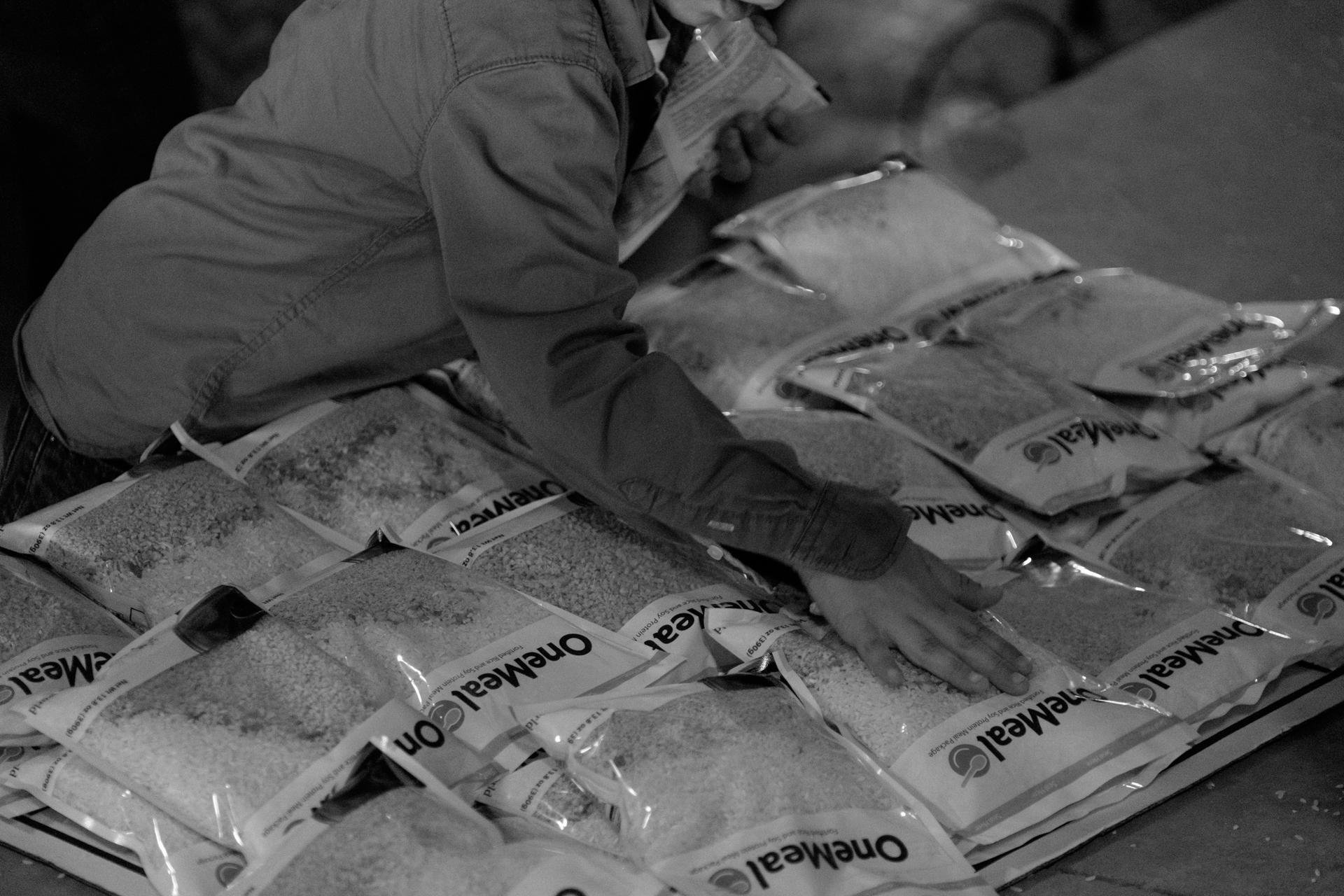 Humanitarian-food-packing-21.jpg