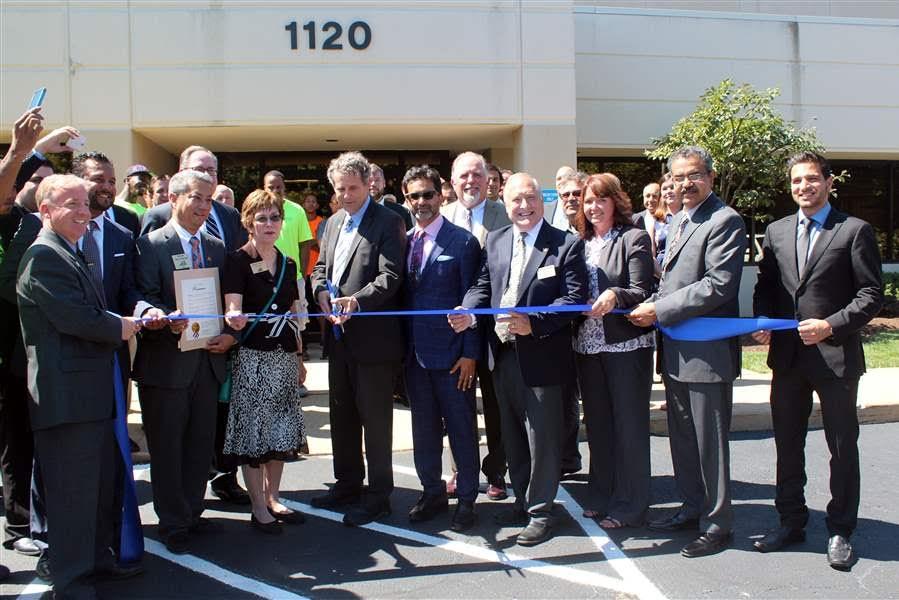 Sen. Sherrod Brown (center)cuts ribbon to celebrate grand opening of Supply Side USA.