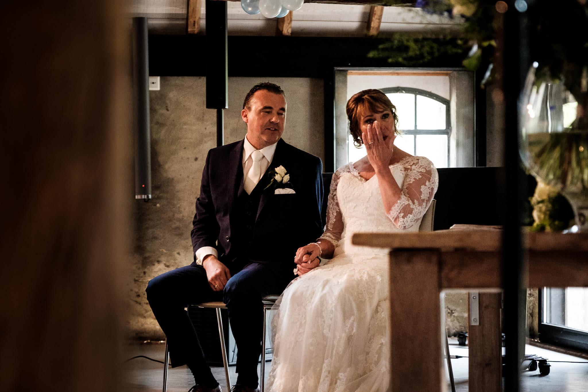 Ceremonie bruiloft bruid tranen peter geluk fotografie