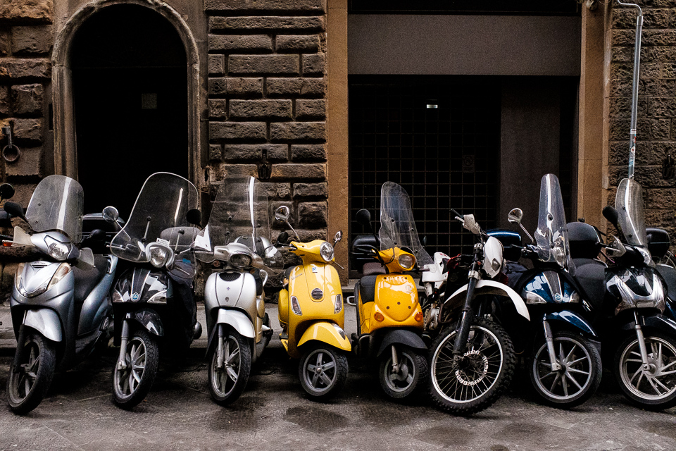 Scooters, de straten in Florence staan vol scooters.