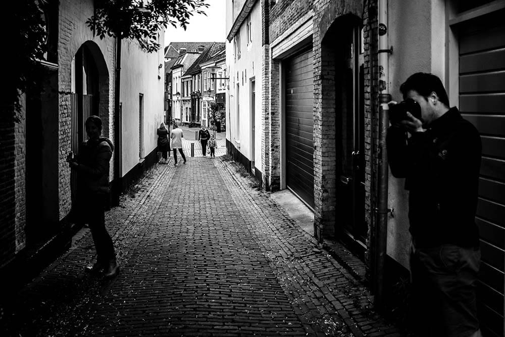 We fotograferen in de straatjes van Bergen op Zoom tijdens de cursus.jpg