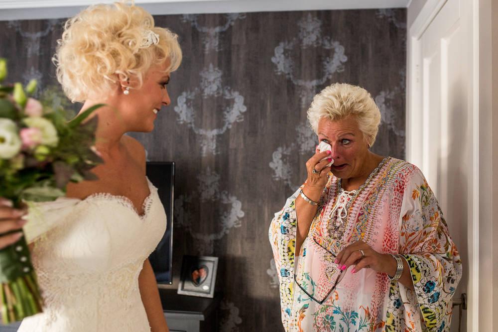 Love Rules: altijd focus op echte emoties in bruidsfotografie Steenbergen.jpg