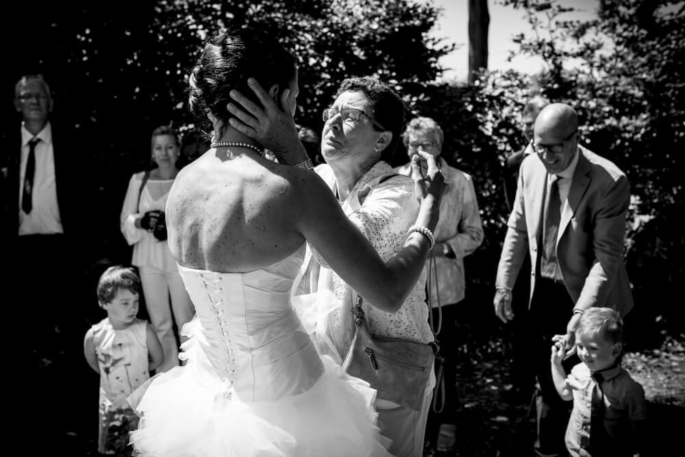Prachtige emoties bij een bruiloft in Nieuw Vossemeer.jpg
